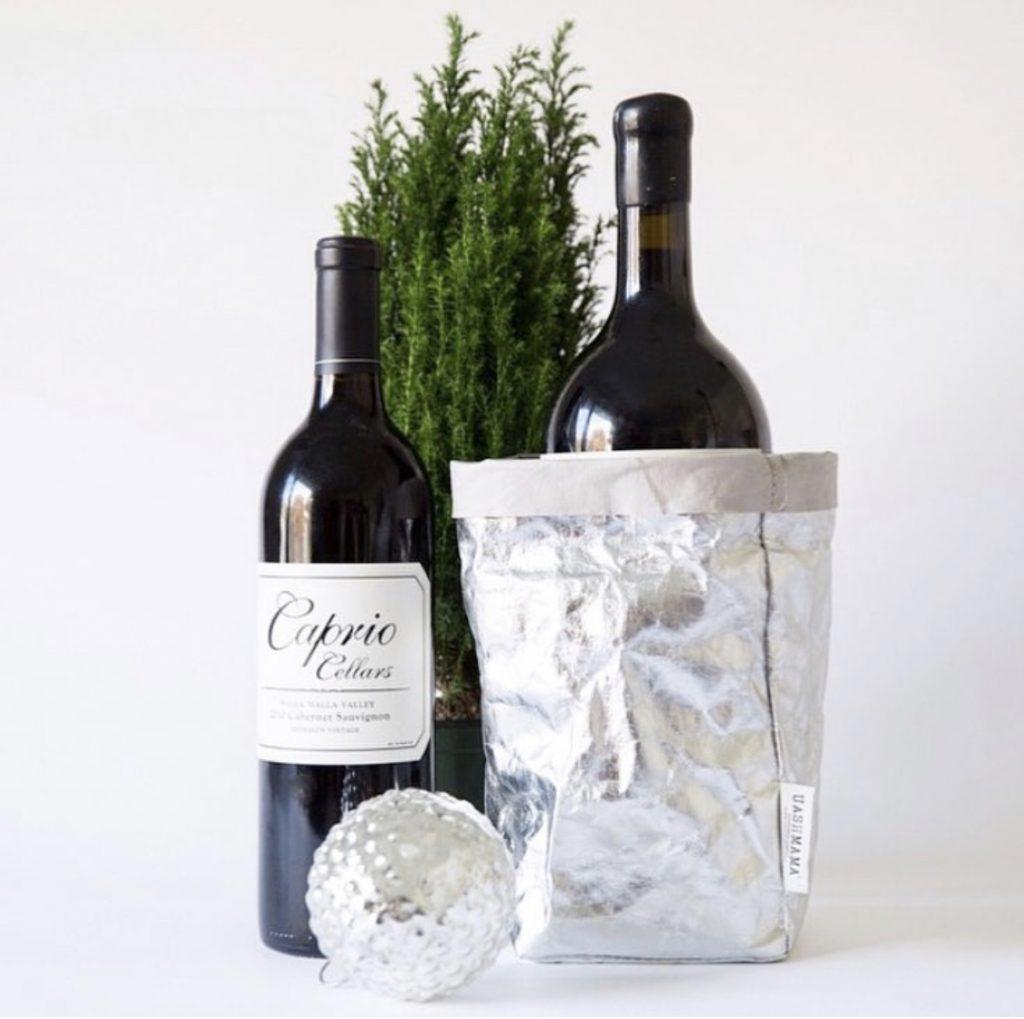 wine, gift, hostess gift, hostess style, Christmas style, festive style